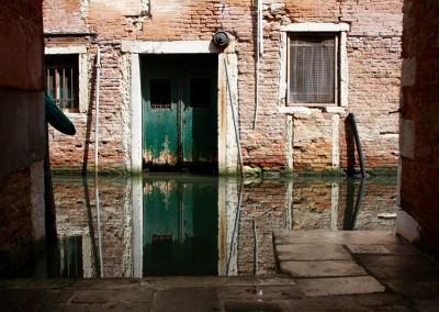 Riflessi di un rio a Venezia