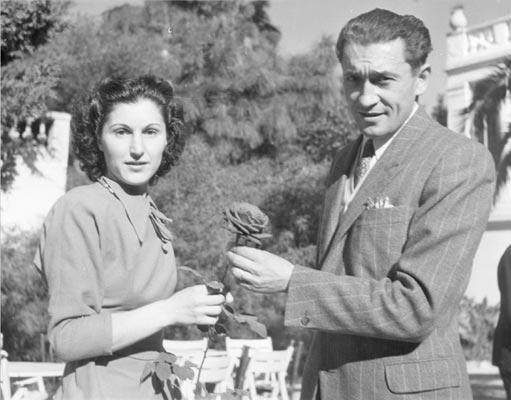 Mr Meilland and wife with another famous rose Happiness thanks to http://www.rosai-e-piante-meilland.it/