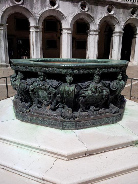Venezia, Palazzo Ducale, vera da pozzo, dettaglio