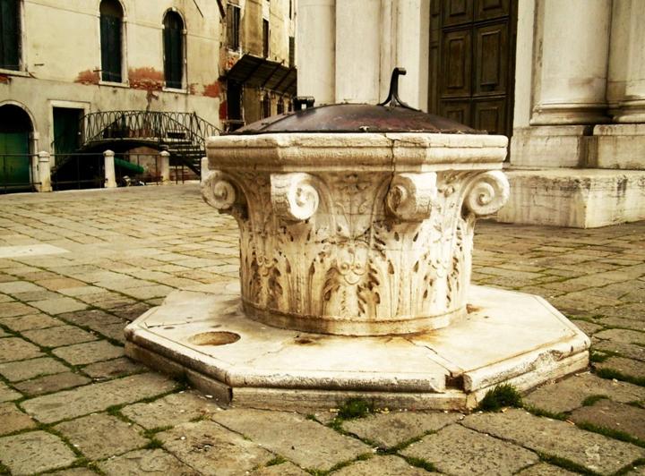 Venezia, Campo della Maddalena, la vera da pozzo