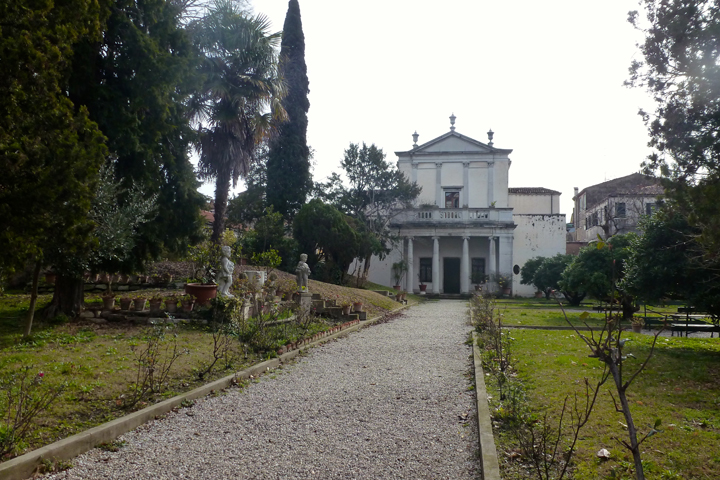 The garden of Ca' Zenobio in winter