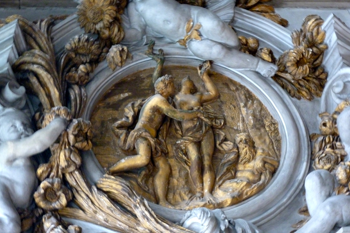 Hall of mirrors, Apollo and Daphne