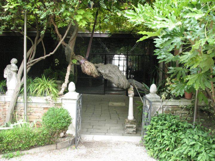 L'entrata-uscita del Giardino Nani-Lucheschi a Venezia