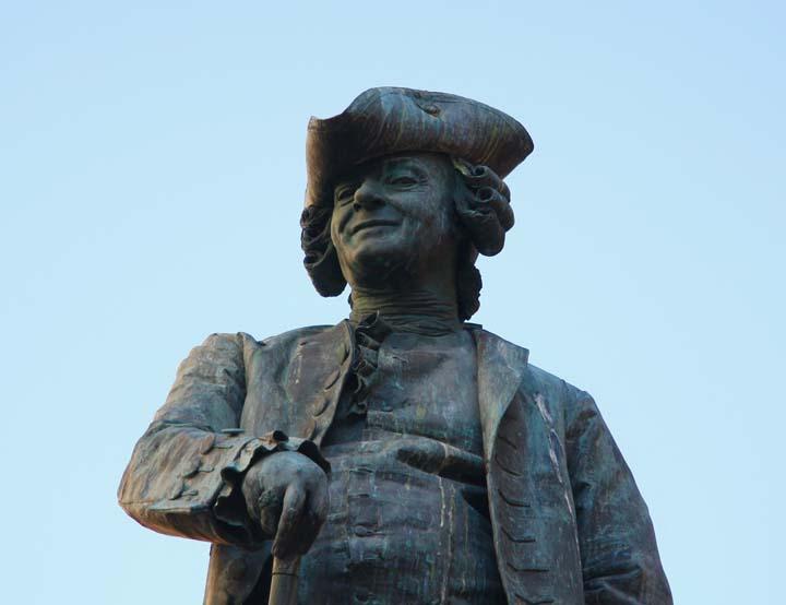 Denkmal zum Komödiendichter Carlo Goldoni