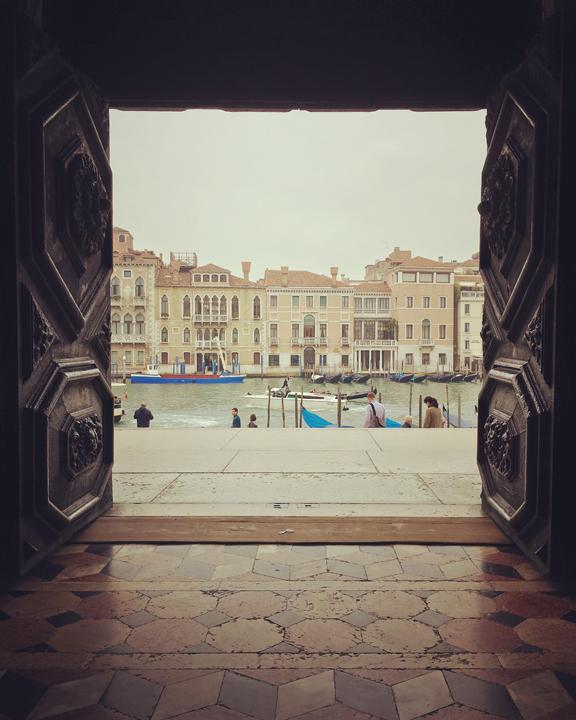 Venezia, Chiesa di Santa Maria della Salute, vista dall'ingresso sul Canal Grande