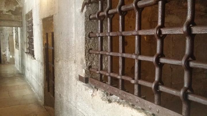 Un corridoio delle Prigioni di Venezia