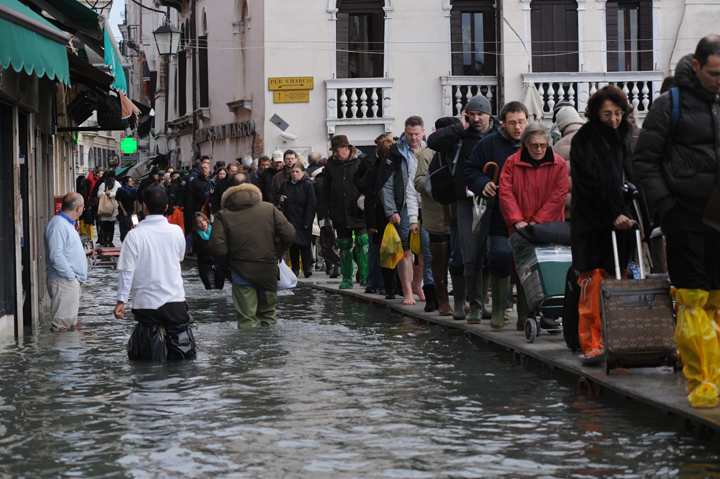 A typical day of acqua alta in Venice,156 centimetres, 1st Dicember 2008, photo by Marta Buso/Arici