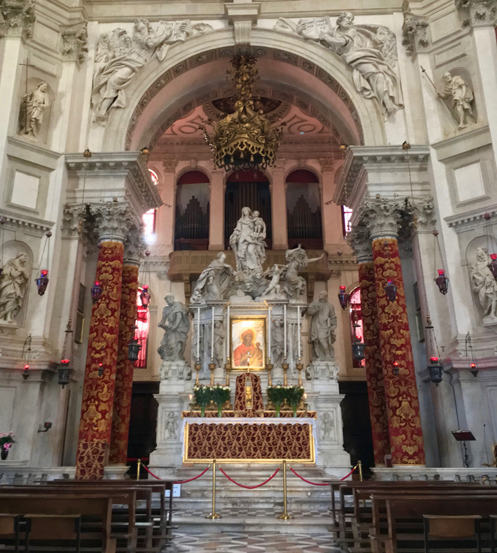 Venezia, Chiesa di Santa Maria della Salute, altare maggiore