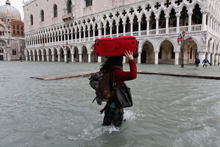 A typical day of acqua alta in Venice,156 centimetres, 1st Dicember 2008