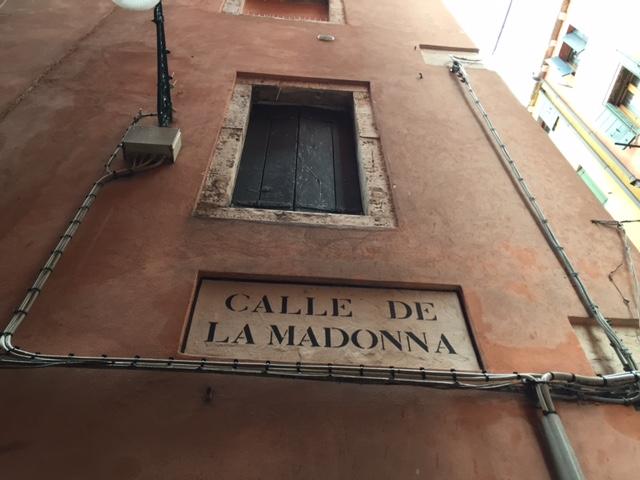 """Seguendo i """"nizioleti"""": la toponomastica a Venezia"""
