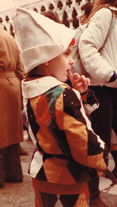 Il costume di Arlecchino realizzato a mano dai miei genitori