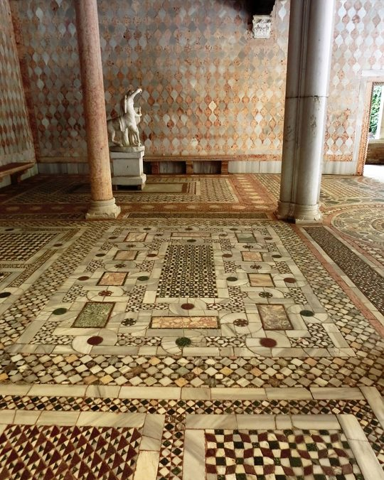 I pavimenti veneziani, come tappeti di marmo colorati