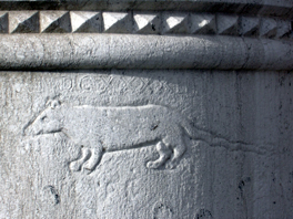 Engraving of a rat on a column in Venice