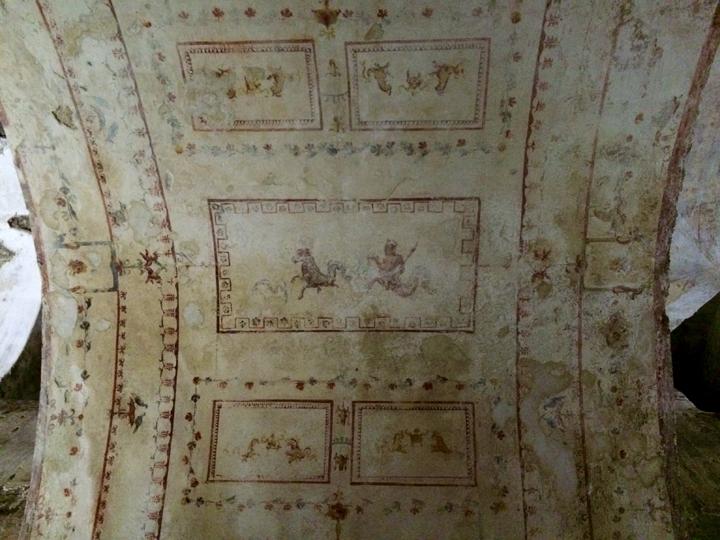 Un soffitto della Domus Aurea (64-68 d.C.) Foto di sébastien amiet;l - Domus Aurea Roma, CC BY 2.0, https://commons.wikimedia.org/w/index.php?curid=52683239