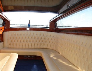 another example of shining varnishes and luxurious interiors