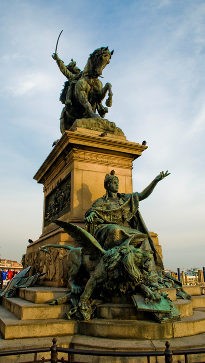 Monumento al re Vittorio Emanuele II lungo la Riva degli Schiavoni a Venezia