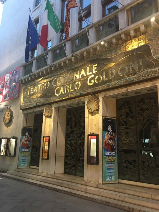 Venezia, la facciata del Teatro Goldoni
