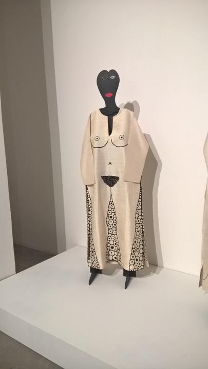 """Mirror, nel Padiglione Dionisiaco all'Arsenale, un'artista donna, la quale vede l'importanza """"di colmare il tempo con quello che ci piace fare""""."""