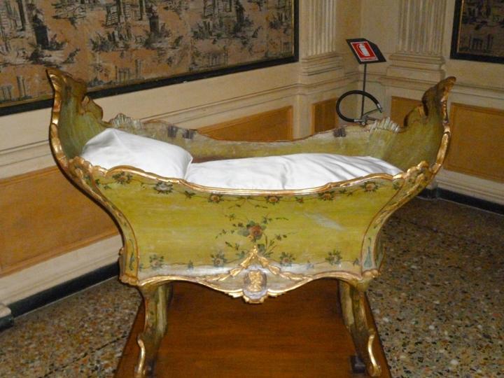Venezia, Ca' Rezzonico, Camera da letto e culla