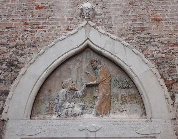 Venezia, Bassorilievo quattrocentesco della Scuola dei Calegheri di San Tomà