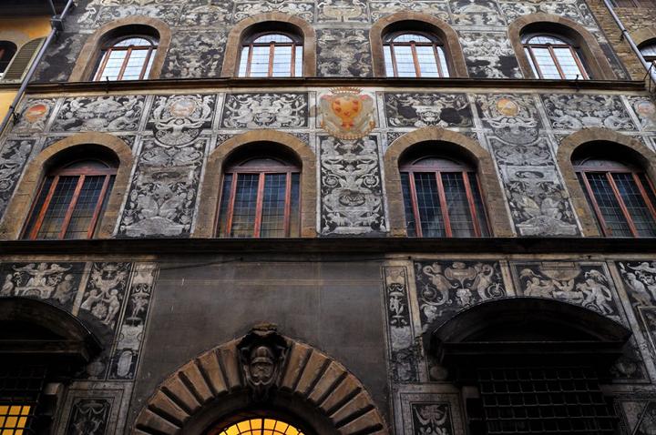 Le palais que François I fit construire pour Bianca Cappello, faisant la restauration d'un vieux édifice du début du XVème siècle, près de la résidence ducale du Palais Pitti