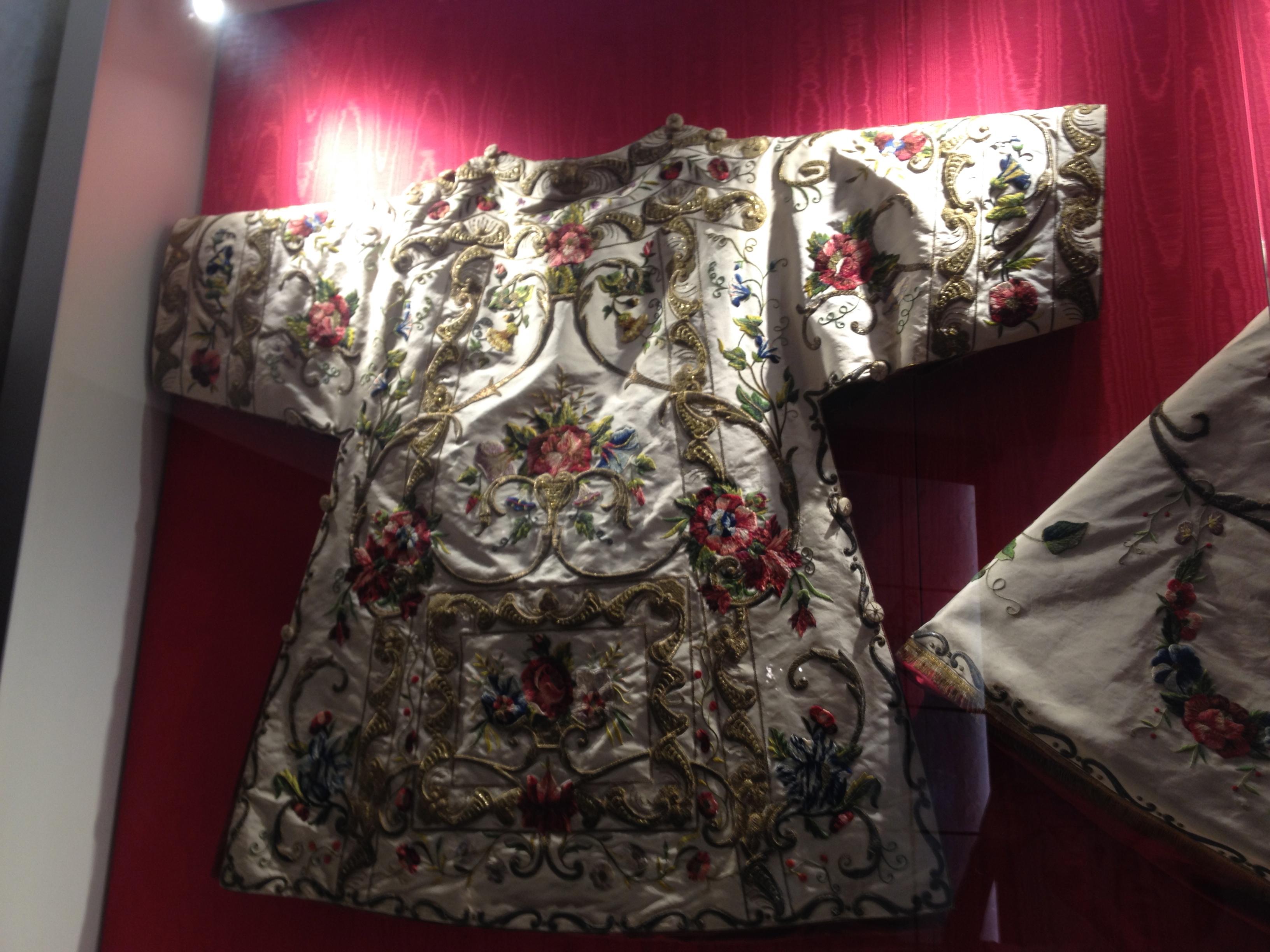 Tunicelle brodée du XVIIe siècle