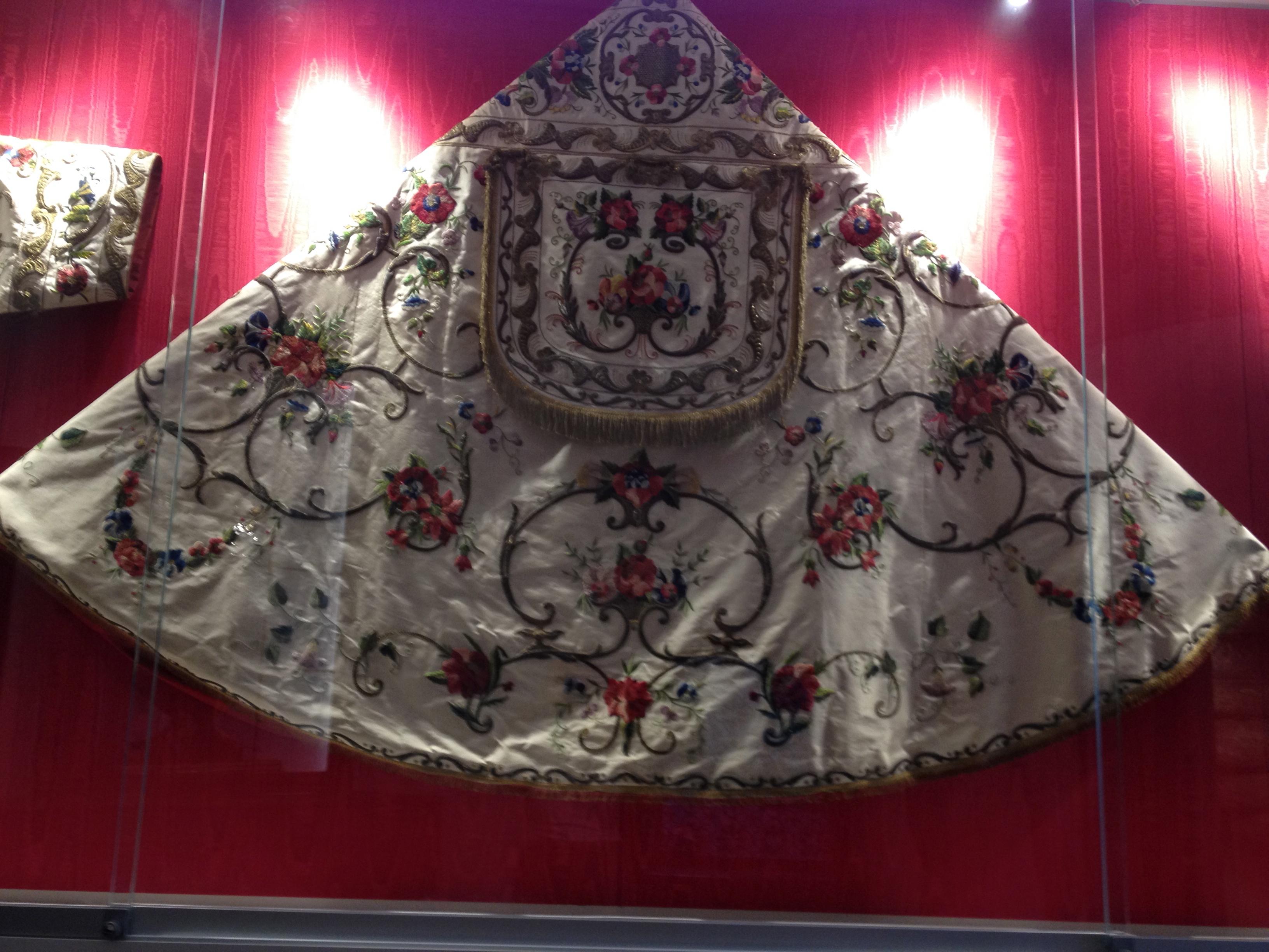 Chape brodée du XVIIe siècle