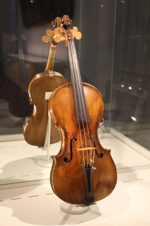 Violin made by famous Cremona lutist Guarnieri (approx. 1654)