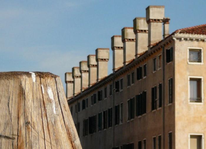 Venezia, Ca' di Dio, dettaglio camini