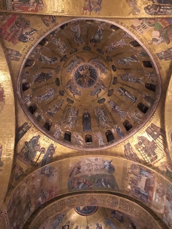 Interno della Basilica di San Marco a Venezia, il cielo d'oro dei mosaici, cupola dell'Ascensione
