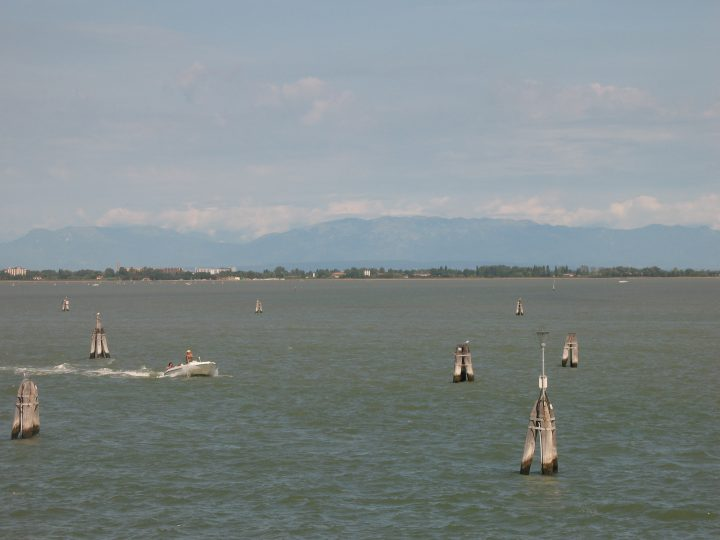 Photo 28: the lagoon towards the mainland