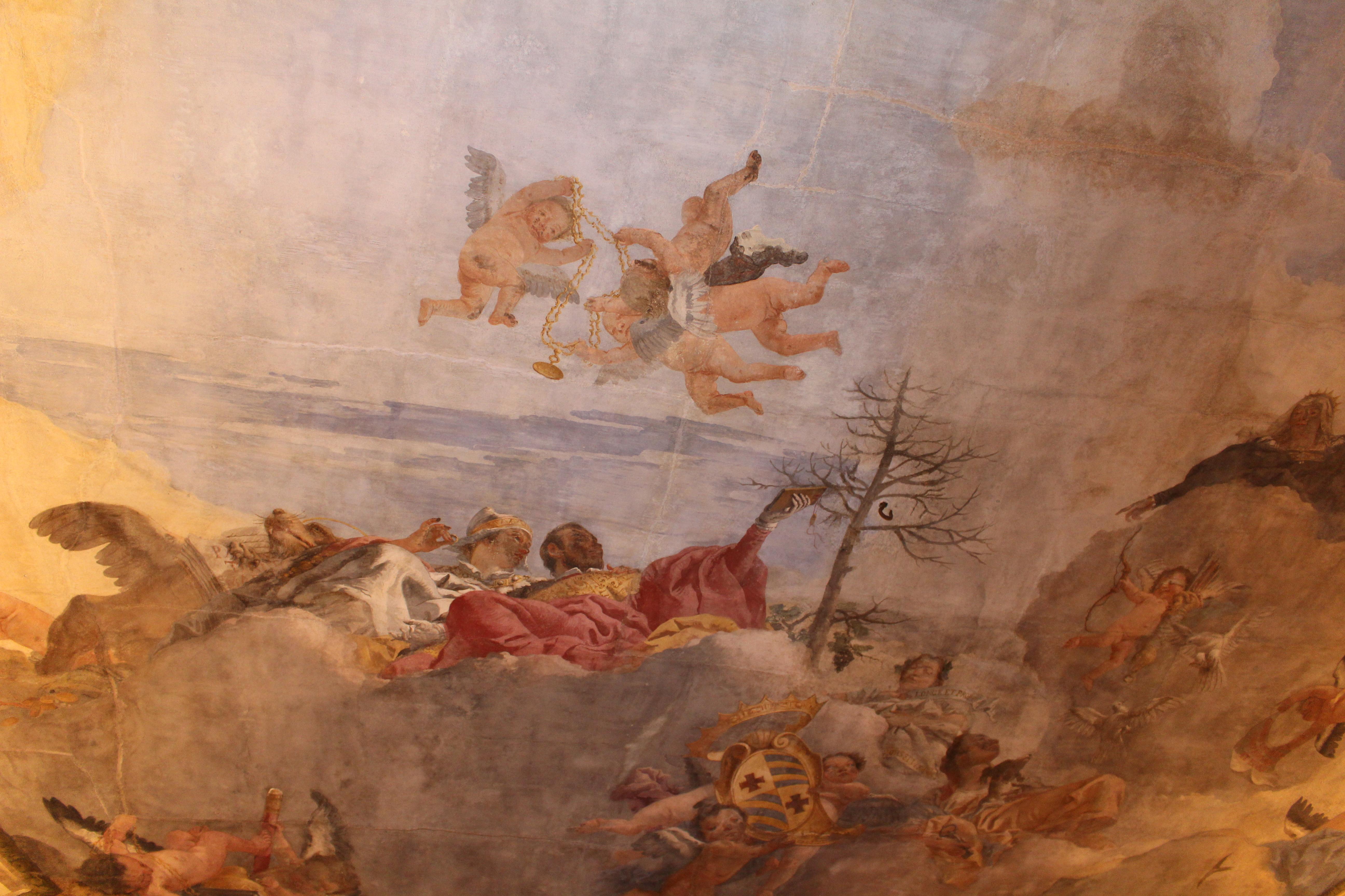 détail de la fresque de Venise reconnaissable par la corne ducale, accompagnée du lion de Saint Marc aux longues moustaches, tandis que dans le ciel les putti flottent avec le collier que la République attribuera également aux descendants Contarini, pour une reconnaissance ultérieure du titre de Comte