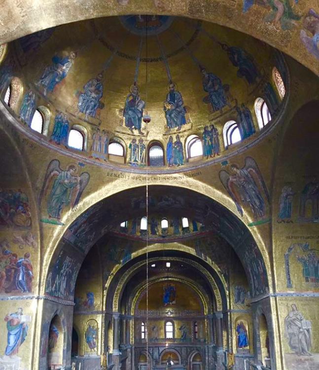 Veduta interna della Basilica di San Marco dalla Loggia, cupola della Pentecoste