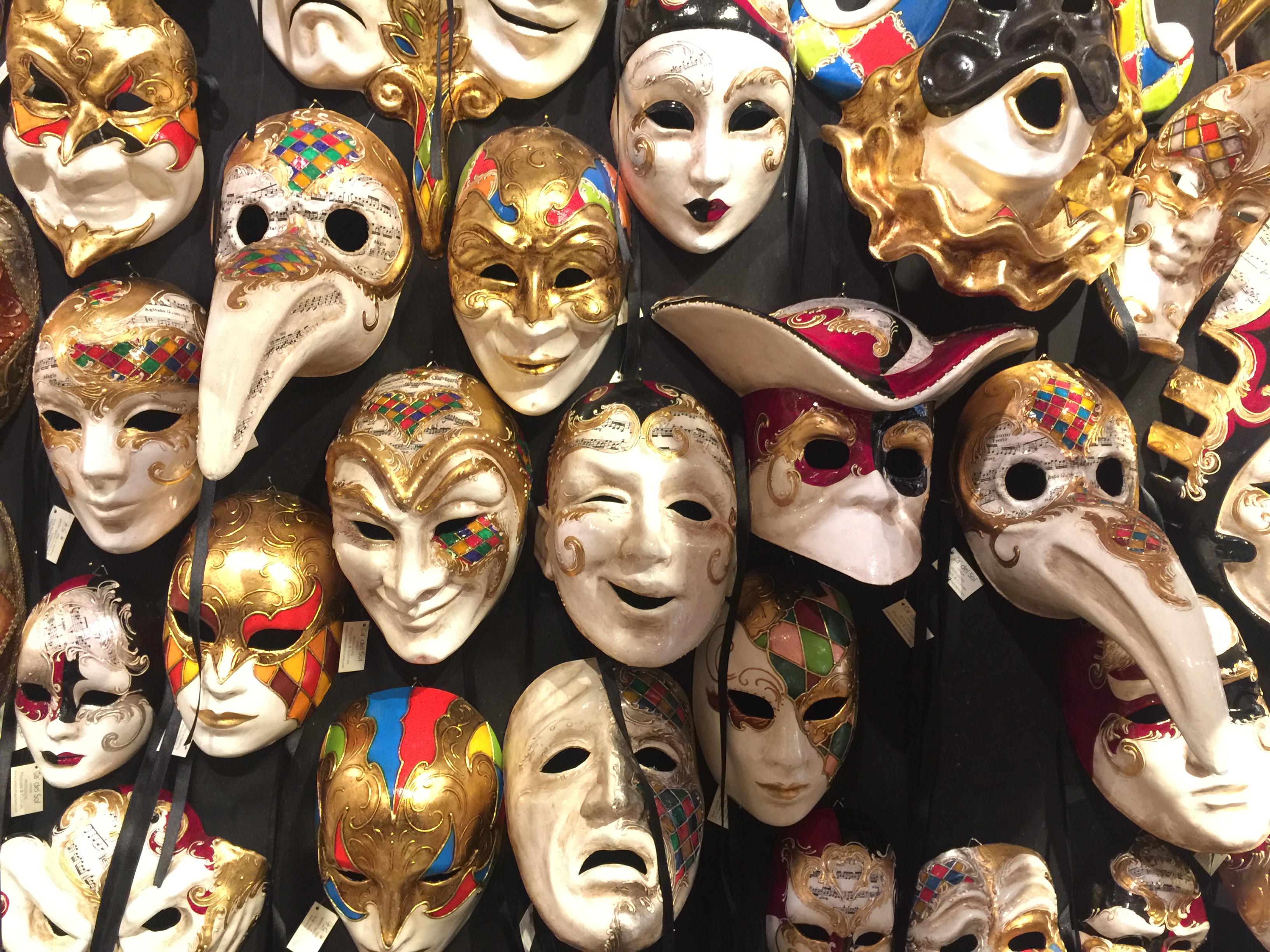 Maschere fatte a mano nel laboratorio di Ca' del Sol, Venezia