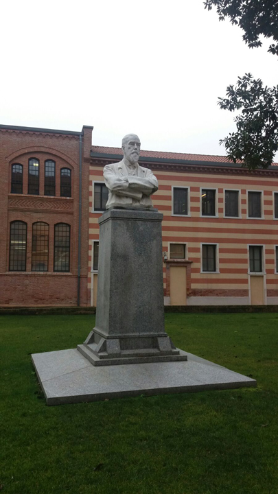 Venezia, Busto di Giovanni Stucky, collocato nel cortile del suo celeberrimo mulino della Giudecca, ora hotel a 5 stelle