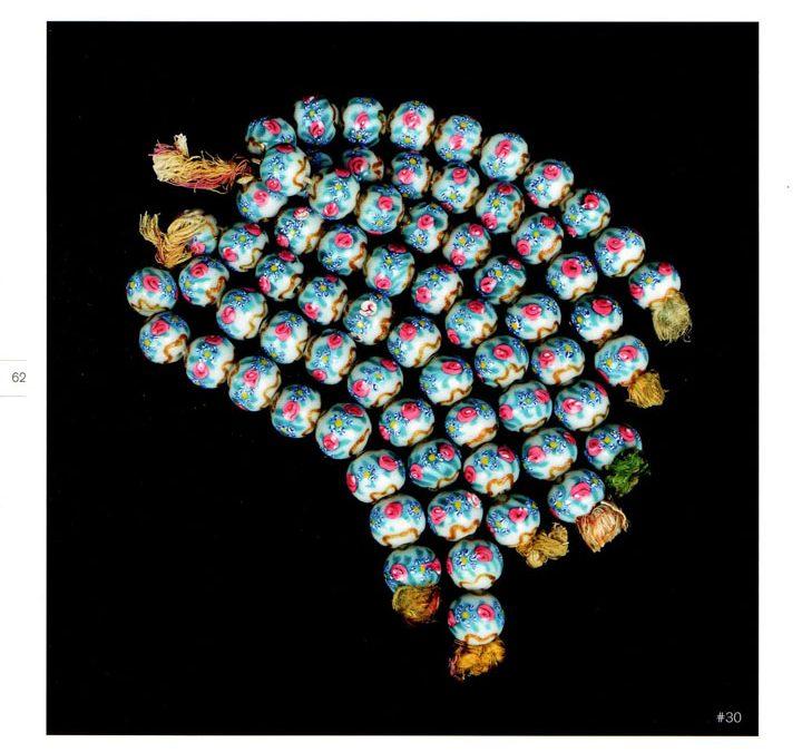 Mazzo di perle muranesi in vetro. Foto di Augusto Panini.