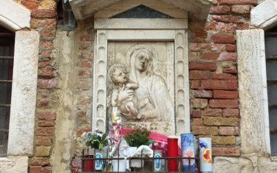 Votive shrines in Venice