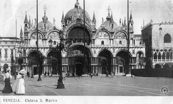 Piazza San Marco in una cartolina dopo il crollo del campanile