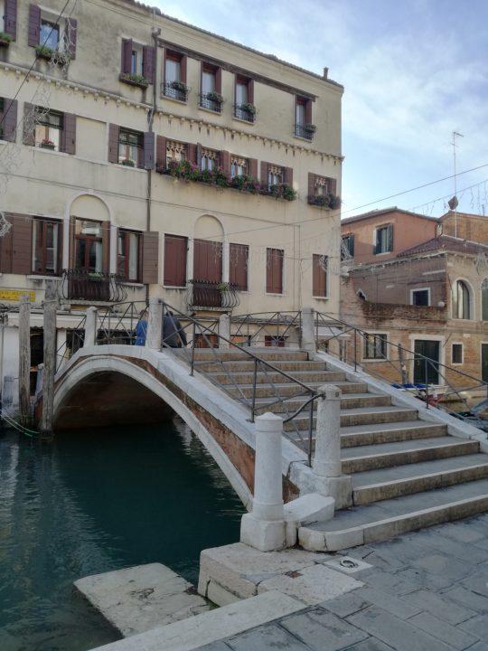 Ponte dei Pugni (bridge of fists)