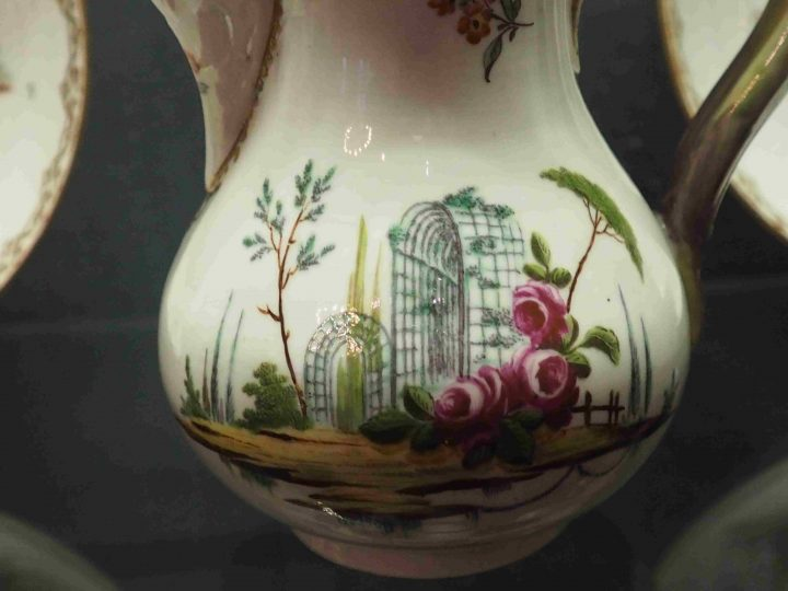 detail of coffee pot with violet flower Villas and Bersò theme