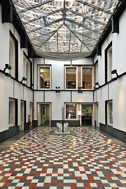 Entrata del palazzo Querini Stampalia a Venezia curata da Mario Botta