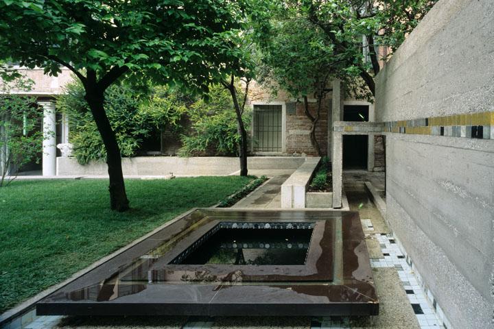 Giardino progettato da Carlo Scarpa per il palazzo Querini Stampalia