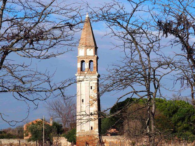 Dettagli del bel campanileall'isola di Mazzorbo