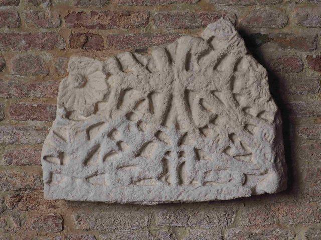 Pluteo con cerchi e nastria santa Caterina di Mazzorbo