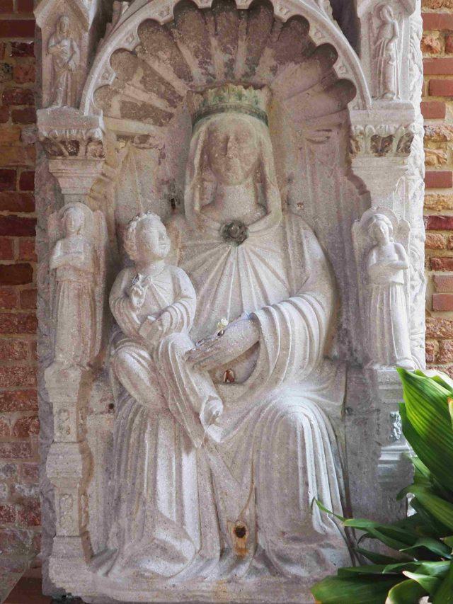 Rilievo con Madonna proveniente da San Giacomo in Paludo