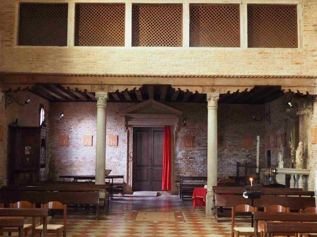 Interno della chiesa di Santa Caterina di Mazzorbo, barco delle monache