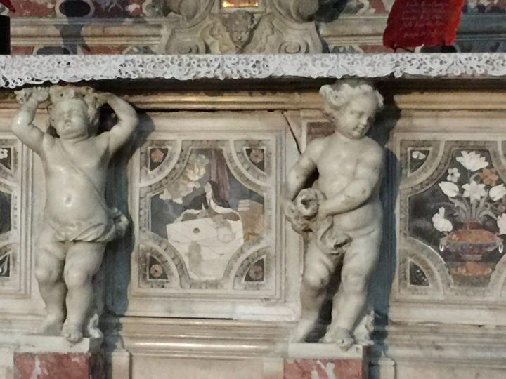 Intarsio marmoreo del paliotto d'altare con Teresa che scrive (verrà proclamata in seguito dottore della chiesa), Chiesa degli Scalzi, Venezia