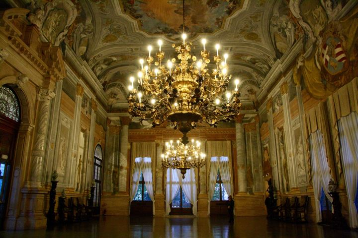 A guided tour in Venice: from Rialto to Ca' Rezzonico Palace