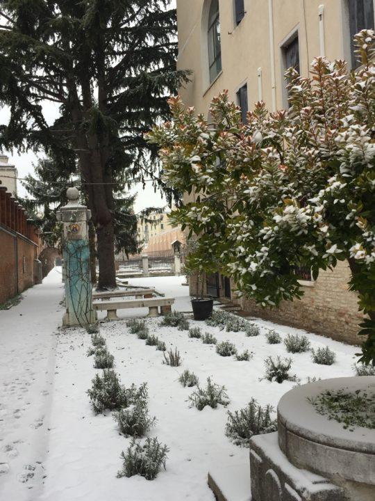 Photo 2 extension of the garden entrance