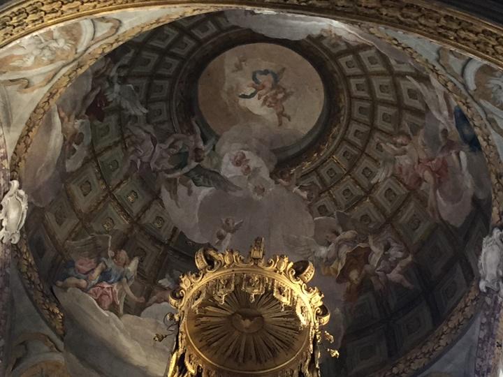 Cupola del presbiterio con angeli dei fratelli Valeriani, affresco, Chiesa degli Scalzi